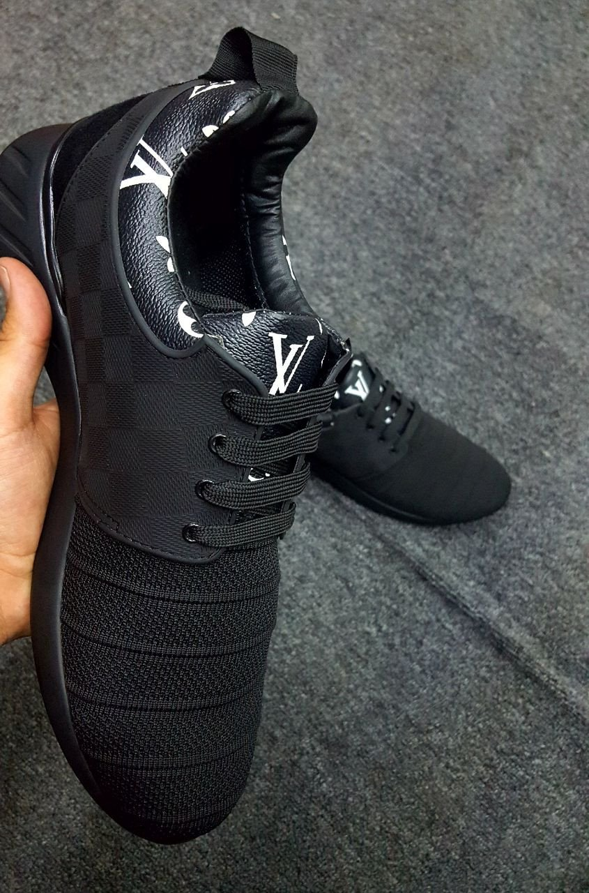 d01f8517d Tenis Lv Louis Vuitton Black With Letters On The Necklace » Geekazoide