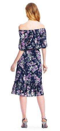 vestido floral fuera del hombro con mangas de codo