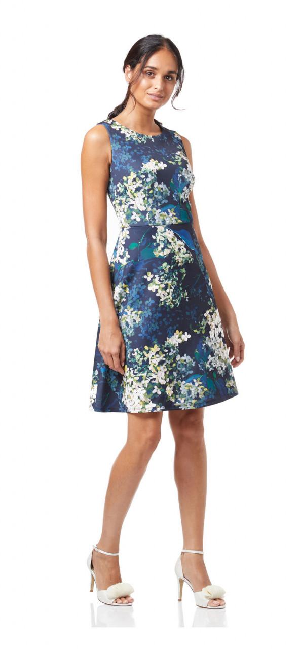 Vestido floral en forma de hortensia.