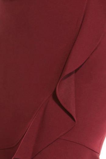 Vestido manga corta con dobladillo ondeante