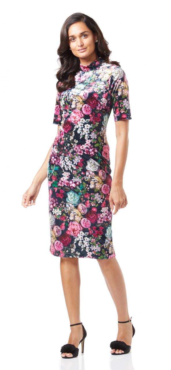 Vestido corto estampado con diseño floral