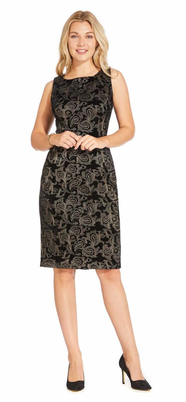 Vestido de cóctel sin mangas de terciopelo con bordado paisley metalizado