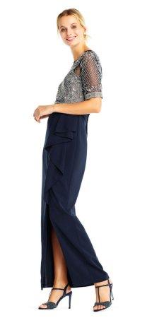 Vestido adornado con cuentas largas y falda de volantes en cascada
