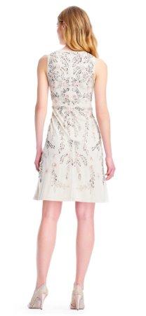 vestido de cóctel floral con aplicaciones