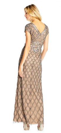 Vestido con-aplicaciones-en-diseño-floral-y-diamante