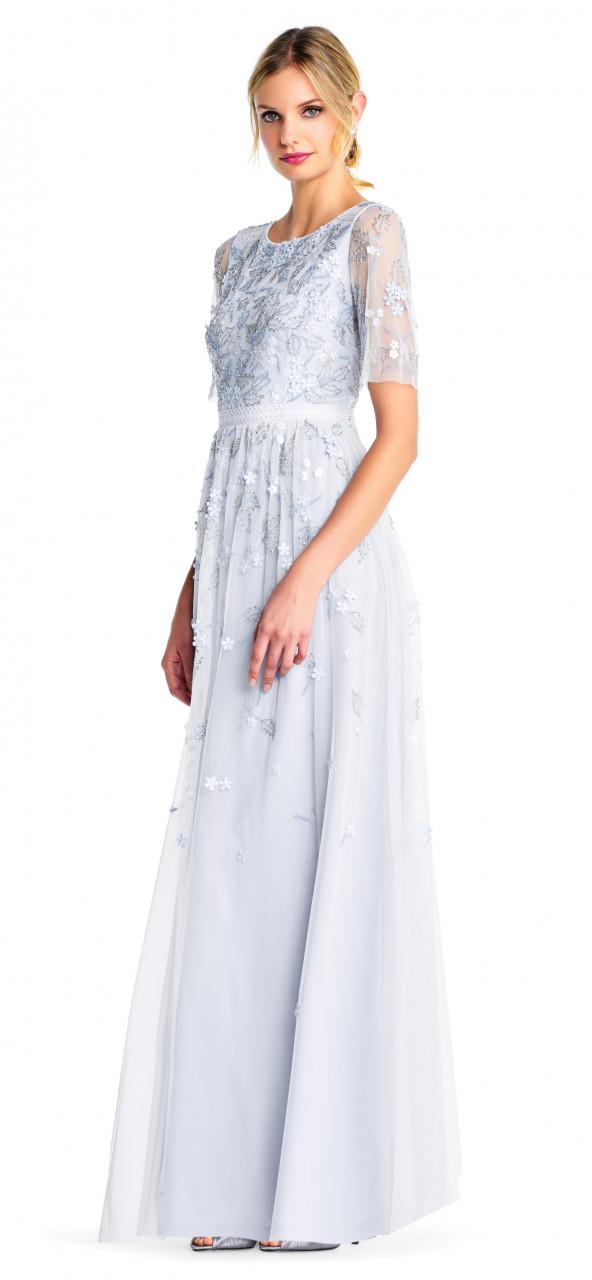 Vestido de lentejuelas florales con manga corta