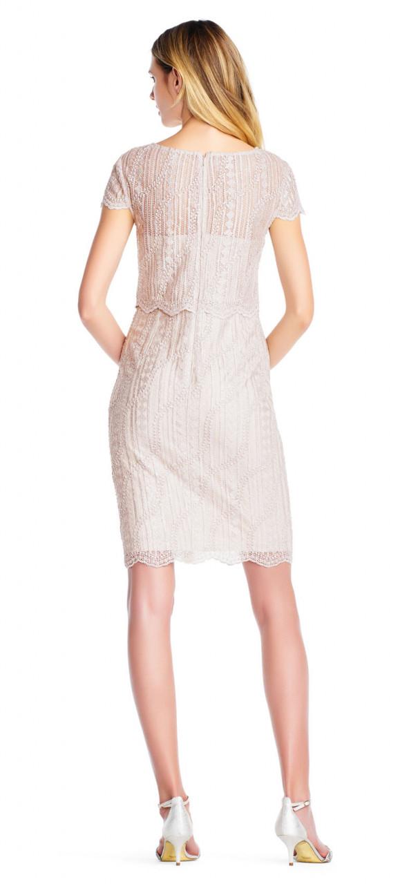 vestido de encaje festoneado y bordado con manga corta