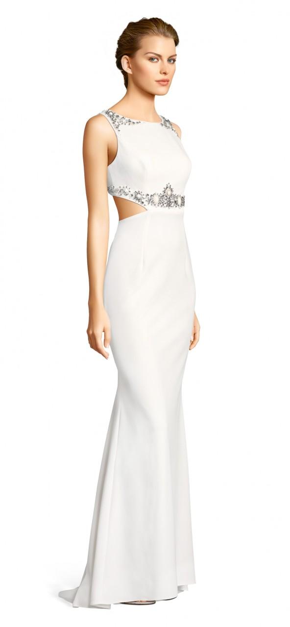 Vestido largo de crepé con aplicaciones de cuentas, cortes laterales y espalda abierta.