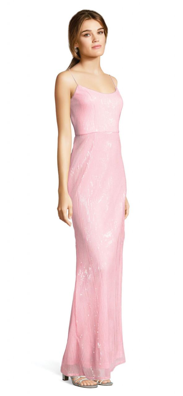 vestido de sirena con lineas de aplicaciones