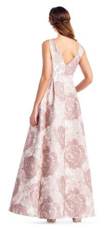 vestido de campana floral metálico con detalles enjoyados