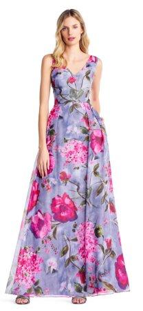 vestido de organza floral con detalles en perlas