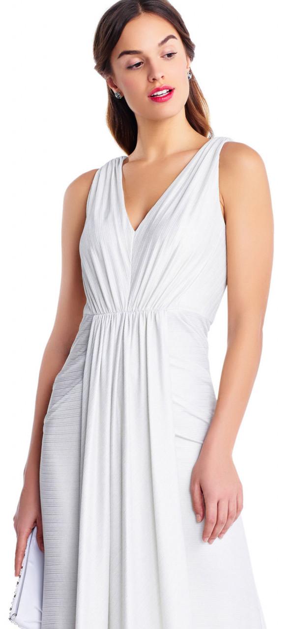vestido de sirena drapeado con escote en v y espalda en v