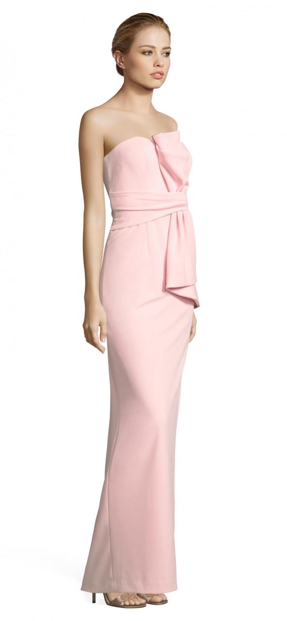 vestido de columna drapeado sin tirantes con frente de proa