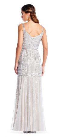 vestido de godet con cuentas de lentejuelas y escote recortado