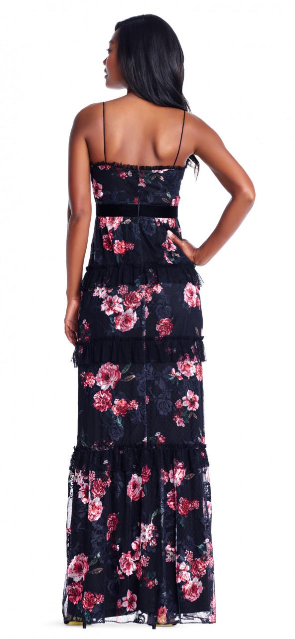 vestido de flores con ribetes de encaje y tirantes finos