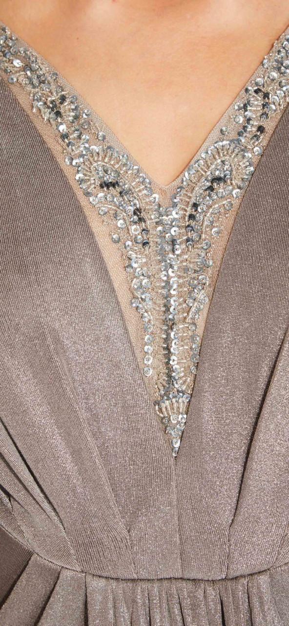 Vestido largo de jersey metalizado con escote aplicaciones