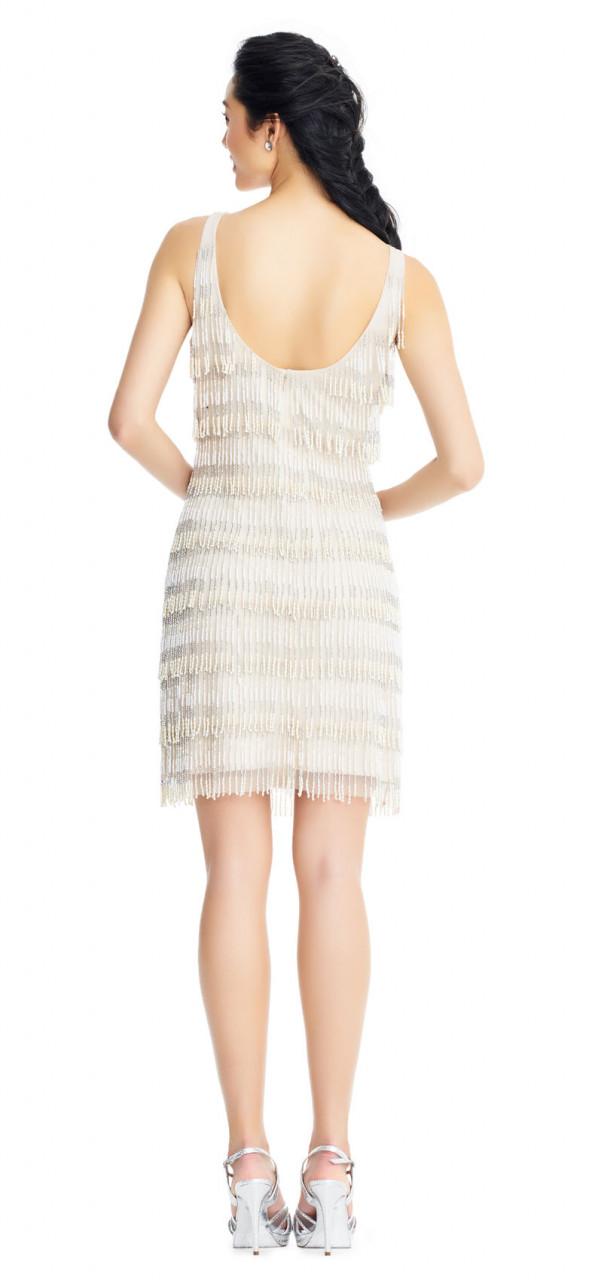 vestido de cóctel con cuentas y flecos sin mangas