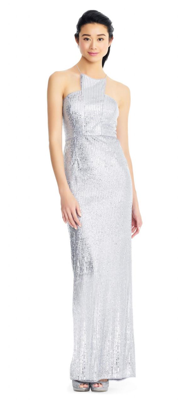 Vestido de columna de lentejuelas con cuello halter y abertura trasera