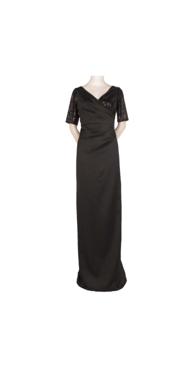 Pleated gown with sequin