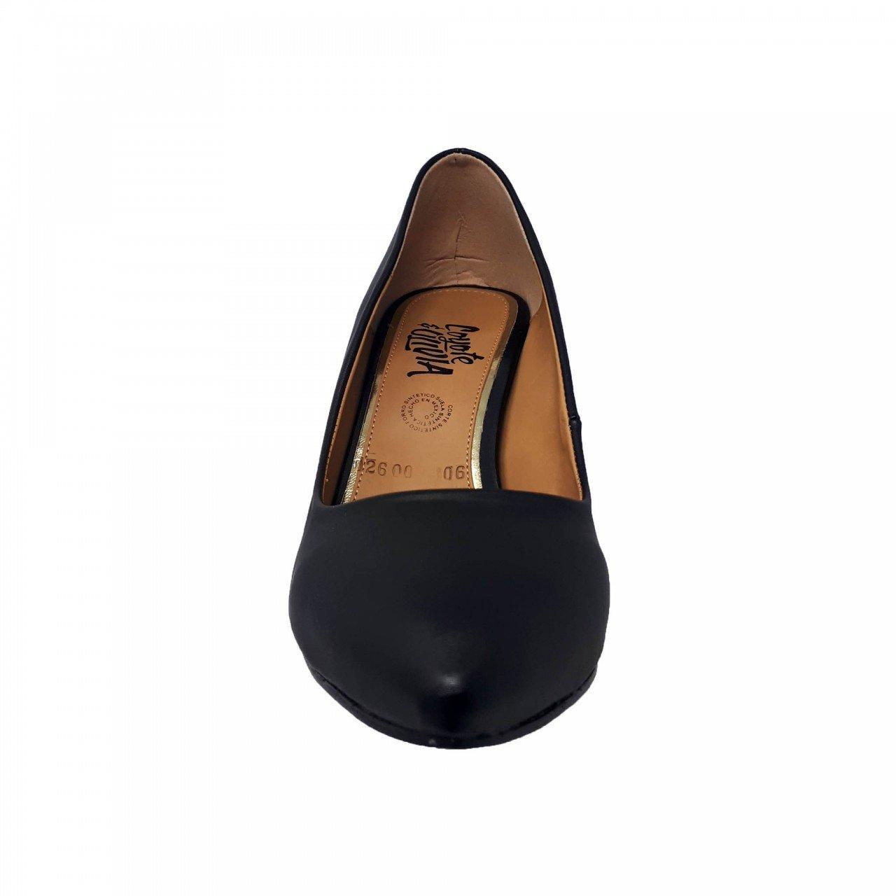 Zapatilla negra cerrada tacón dorado Coyote y Olivia C2600