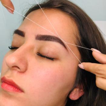 Diseño y depilación de ceja con hilo