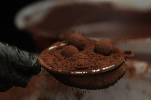 TRUFAS HELADAS DE CHOCOLATES Y CACAO