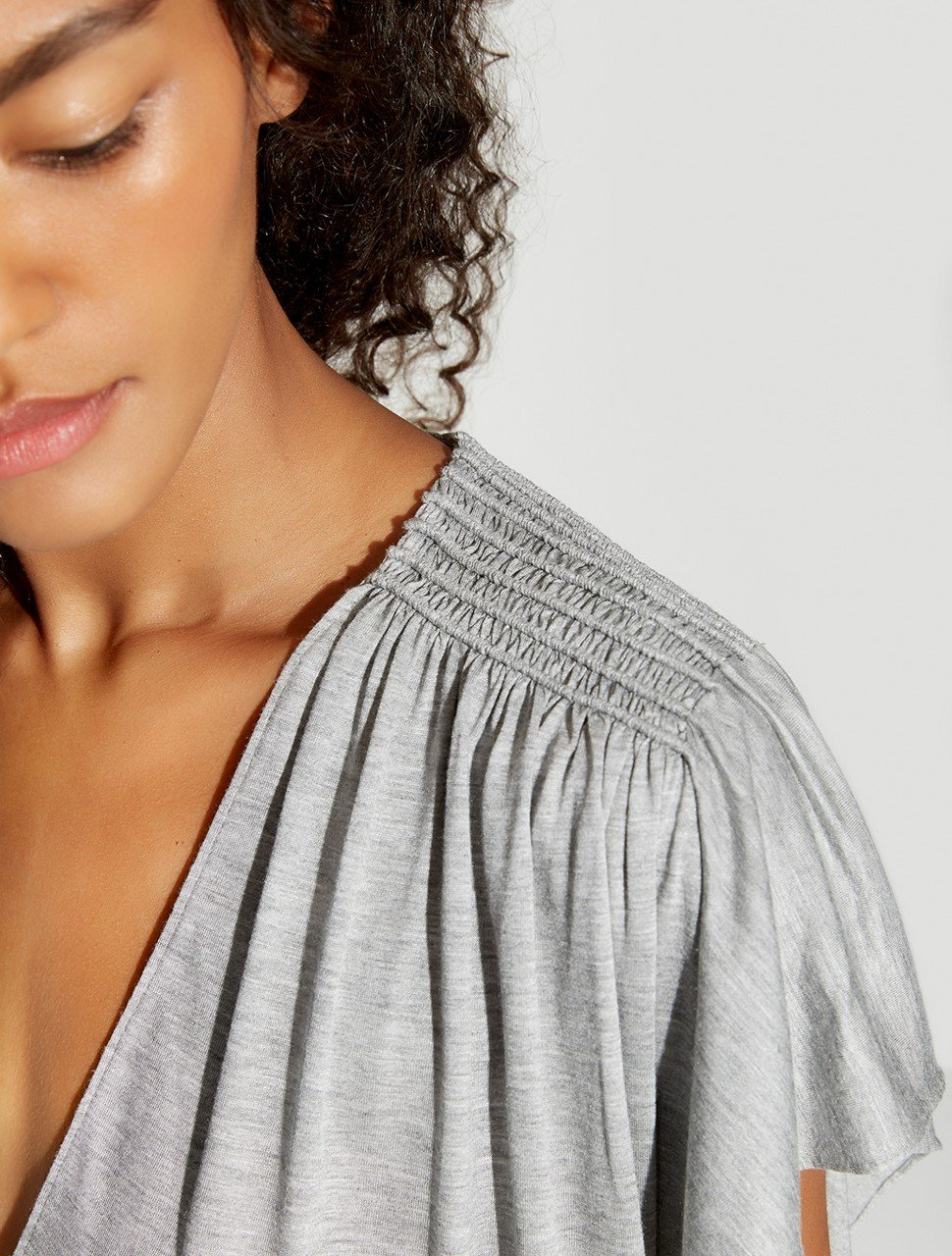 SS V NECK TOP W RUCHING