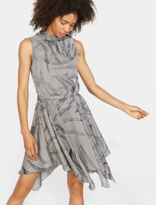 PRINTED SLEEVELESS RUFFLE SMOCKED MOCK NECK DRESS