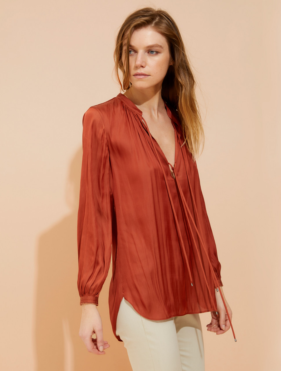 BLOUSON SLEEVE MEMORY SATIN TOP