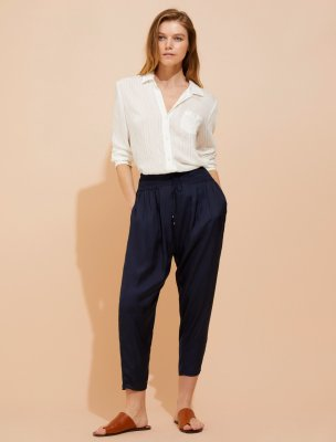 FLOWY MEMORY SATIN PANTS