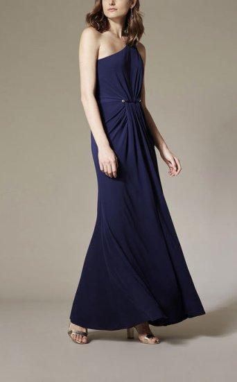 Vestido extralargo asimétrico