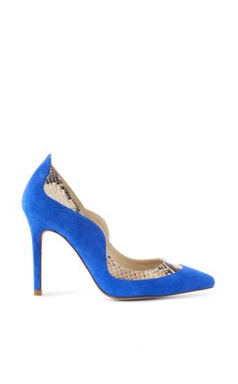 Zapato de gamusa con estampado de serpiente