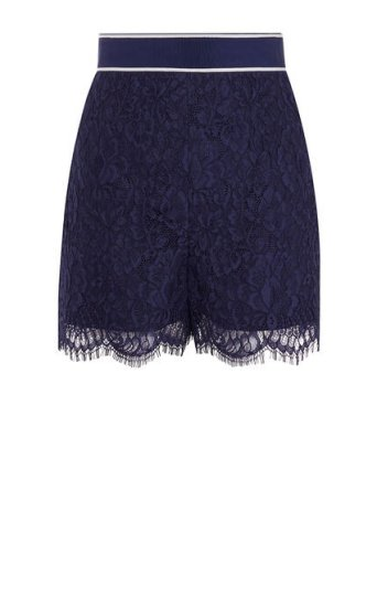 Pantalón corto encaje floral