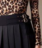 Falda pliegue énfasis cintura