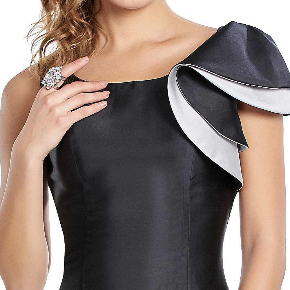 Venus vestido largo con escarola en hombro y acabado satinado.