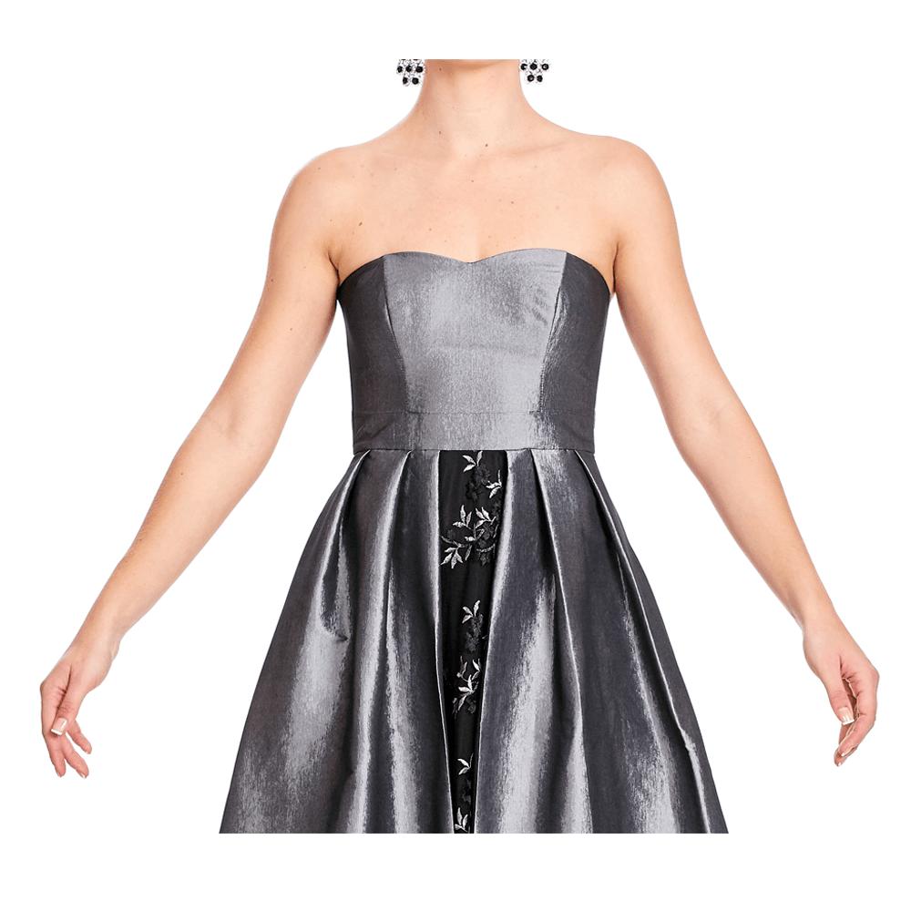 Malika vestido largo strapless con sobre falda