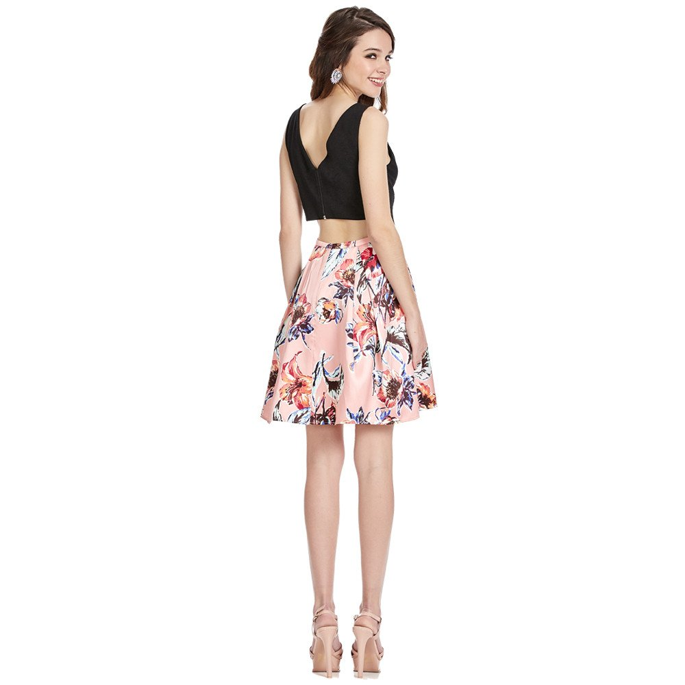 Silvana vestido corto línea A escote V con transparencia frontal