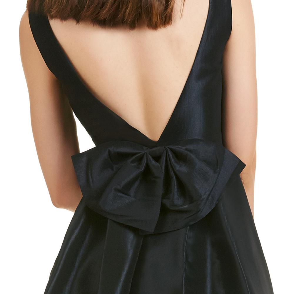 Azucena vestido corto escote espalda moño