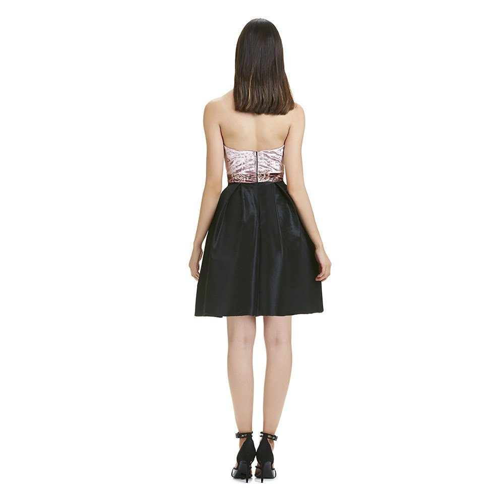 Barbara vestido corto strapless falda amplia