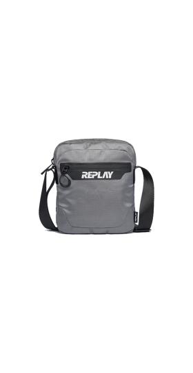 Shoulder bag with pocket