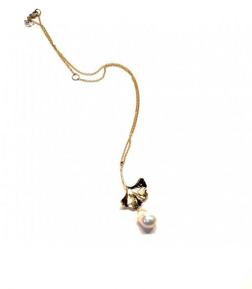 Collar hoja flor y perla barroca. Ch. Oro Perla barroca